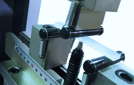 Determination of bending properties - three-point bending test on plastics according to EN ISO 178